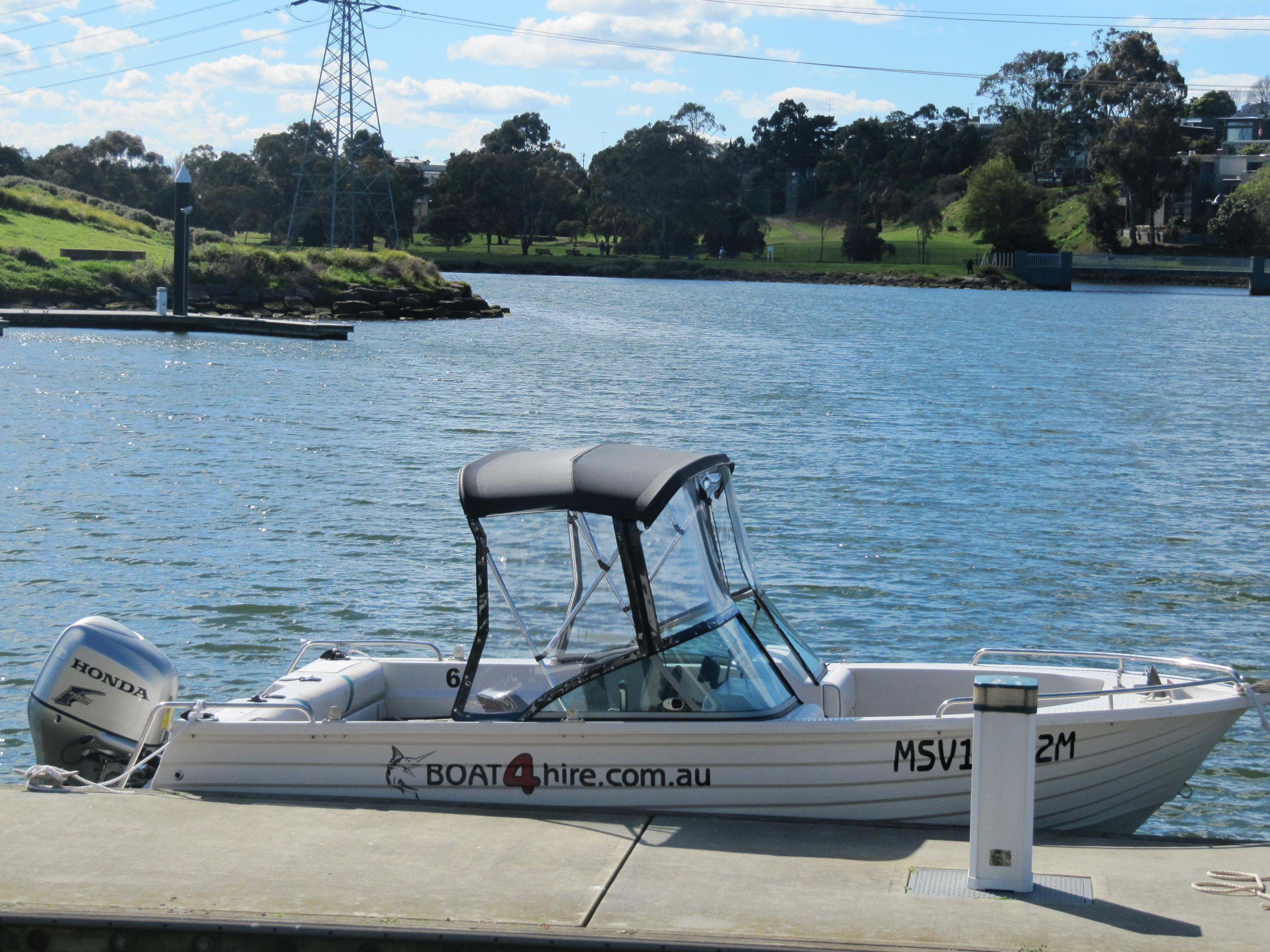 Bow Rider 5.3 (100HP / 140HP Honda Outboard)